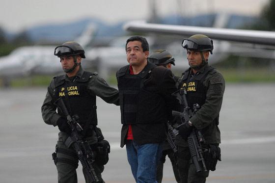 ¿Cómo un gobierno que se dice revolucionario puede entregar un militante de izquierda a las fuerzas más reaccionarias de América Latina, sabiendo que su destino será la tortura, o incluso la muerte, en las siniestras prisiones colombianas? ¿Cómo un gobernante que se dice revolucionario puede colaborar con los servicios secretos colombianos y norteamericanos?