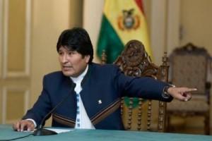 """En la imagen, el presidente boliviano, Evo Morales, hablo este lunes en La Paz (Bolivia), en la que pidió que retiren el Nobel de la Paz a su colega estadounidense, Barack Obama, por haber """"gestado"""" lo que llamó """"invasión"""" de Libia, y que la ONU cambie su sigla por ONI: """"Organización de Naciones Invasoras""""."""
