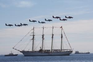 """Buque tortura """" Esmeralda """" de la Armada de Chile en celebracion del Bicentenario, Valparaiso Sept. 2010. Foto de Luis H Alarcon"""