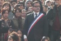 Foto donde se veía una caracterización de Salvador Allende desfilando con los estudiantes chilenos en estos tres meses de movilizaciones por cambiar de raíz la relación entre Chile y su educación. Esta presencia de la caracterización de Allende en las marchas estudiantiles de hoy, además de ser otro punto de atención dentro de la estrategia de creatividad que han desarrollado las organizaciones estudiantiles