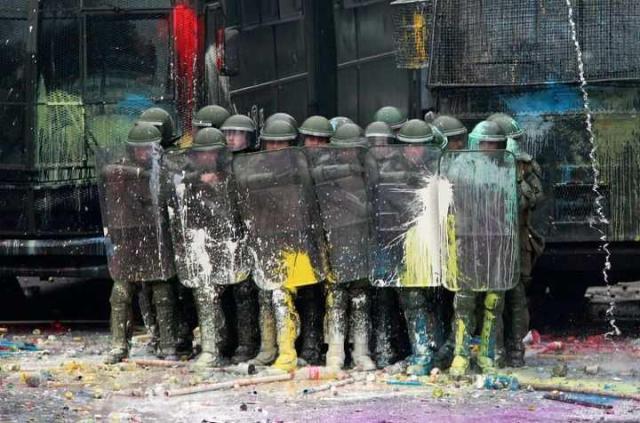 Los militares chilenos, son mirados en menos, son la carne de cañón, son solamente el ganado del gobierno. Si su familia no pertenece a altos rangos es casi imposible llegar a formar parte de las altas filas, pues la educación de ellos es muy cerrada, no los hacen pensar, ni siquiera tienen voz ni voto en las decisiones que les competen,  Existe la necesidad de reestructurar las fuerzas armadas, para que se eduquen con el pueblo, y para defender los intereses del pueblo, que es quien lo mantiene. Unas FF.AA democrarticas y pluralistas.