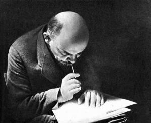 Lenin, reflexionando sobre la actitud revisionista del PCCh y sus desviaciones.