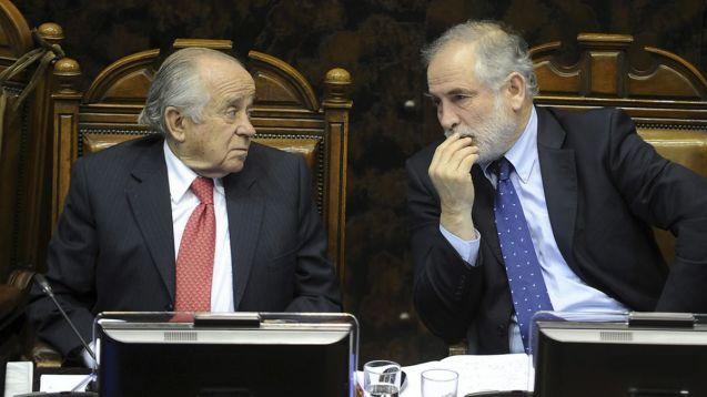 1425932028_legisladores25aos