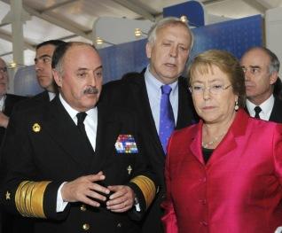 Almirante-con-Bachelet